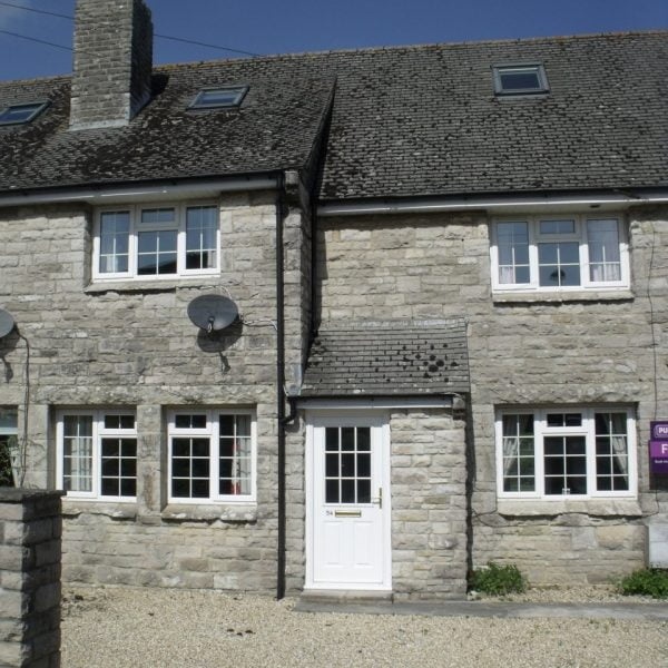 4 bedroom house in Corfe Castle £1200 pcm ** LET  **