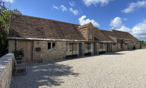 4/5 bedroom barn conversion Nr Corfe Castle OIRO £2,600 pcm  ** LET  – STC **