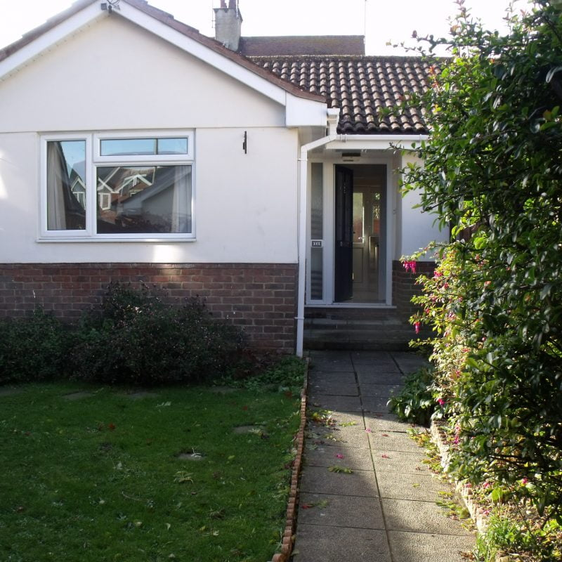 2 bedroom bungalow   Swanage  £850pcm   ** UNDER OFFER  - STC **